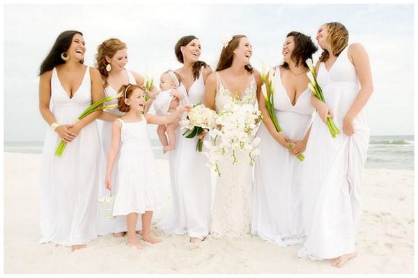 Bridesmaid en robe blanche mariageoriginal for Petites robes maxi pour mariage sur la plage
