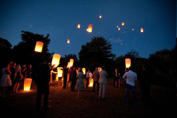 quelques prcautions sont indispensables pour que le lacher de lanternes volantes - Lanterne Volante Mariage