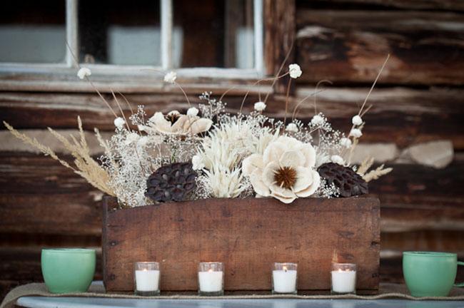 Choses que j adore dans cette d coration de mariage for Centre table bois flotte fleurs