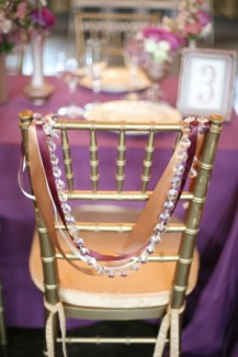 chaise-mariage-guirlande-diamant-ruban