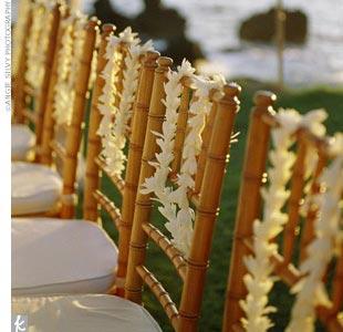 collier-fleur-hawai-chaise