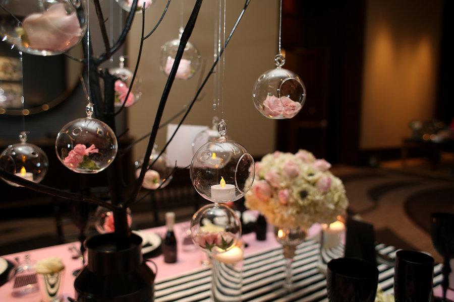 deco rose et noir pour anniversaire deco de table noir. Black Bedroom Furniture Sets. Home Design Ideas