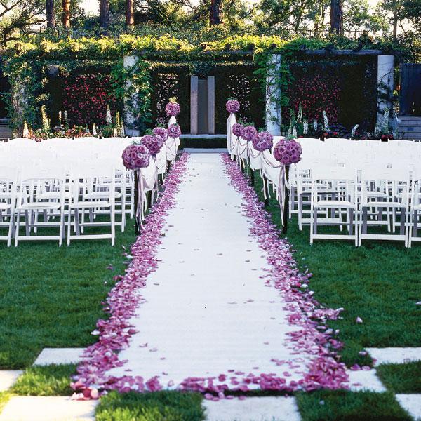 ... avec un tapis d'église blanc – Décoration Mariage Tendance