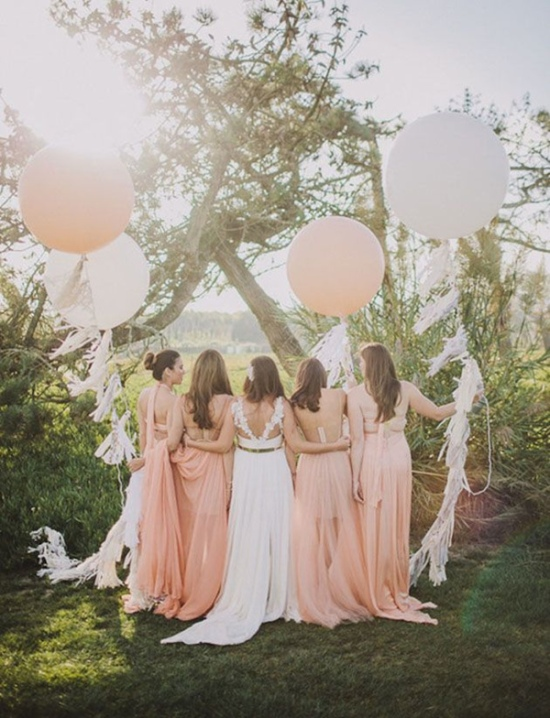 beautiful-wedding-photos-with-floating-ballons