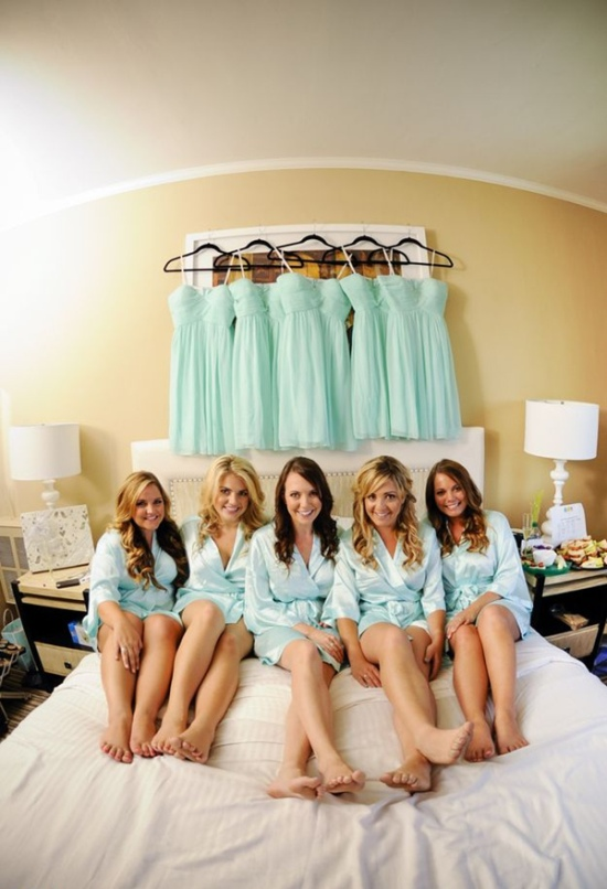 bed-scene-wedding-photo-ideas-with-your-bridesmaids