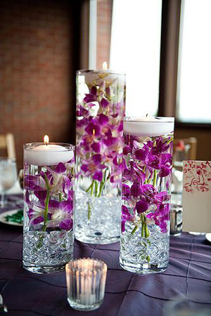 Flowers-submerged-in-a-case-filled-with-water-and-topped-with-floating-candles-wedding-centerpiece-ideas