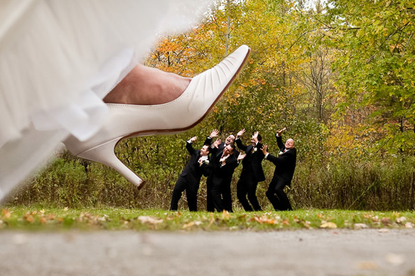 fun-bridesmaid-groomsmen-photoshoot-ideas