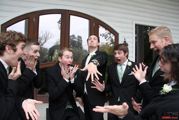 funny-groom-photo-ideas-showing-off-your-engagement-ring