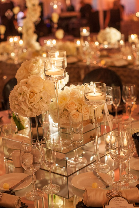 whimsical-romantic-wedding-centerpieces-with-floating-candle