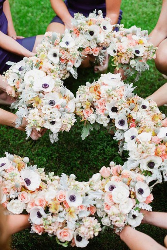 creative-bridesmaid-photo-ideas-with-wedding-bouquets