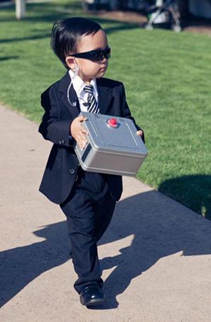 cute-secret-service-ring-bearer-wedding-ideas