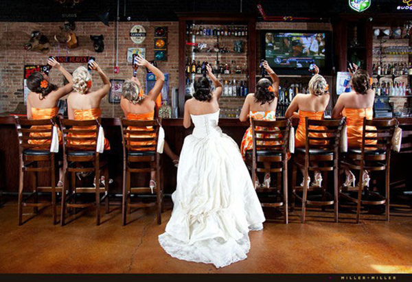 special-wedding-photo-ideas-of-bridesmaids-drinking