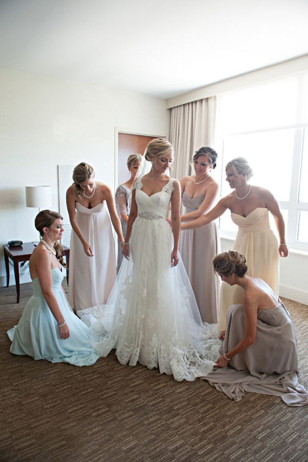 tradtional-wedding-photo-ideas-with-your-bridesmaids