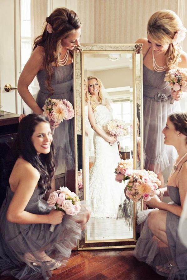 unique-bridesmaid-photo-with-cool-mirror
