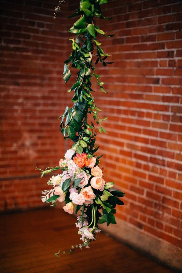 very-simplistic-garland-wedding-decor-ideas