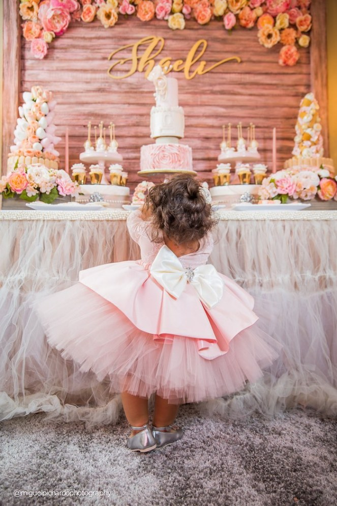 pink-gold-1st-birthday-party-via-karas-party-ideas-karaspartyideas-com35
